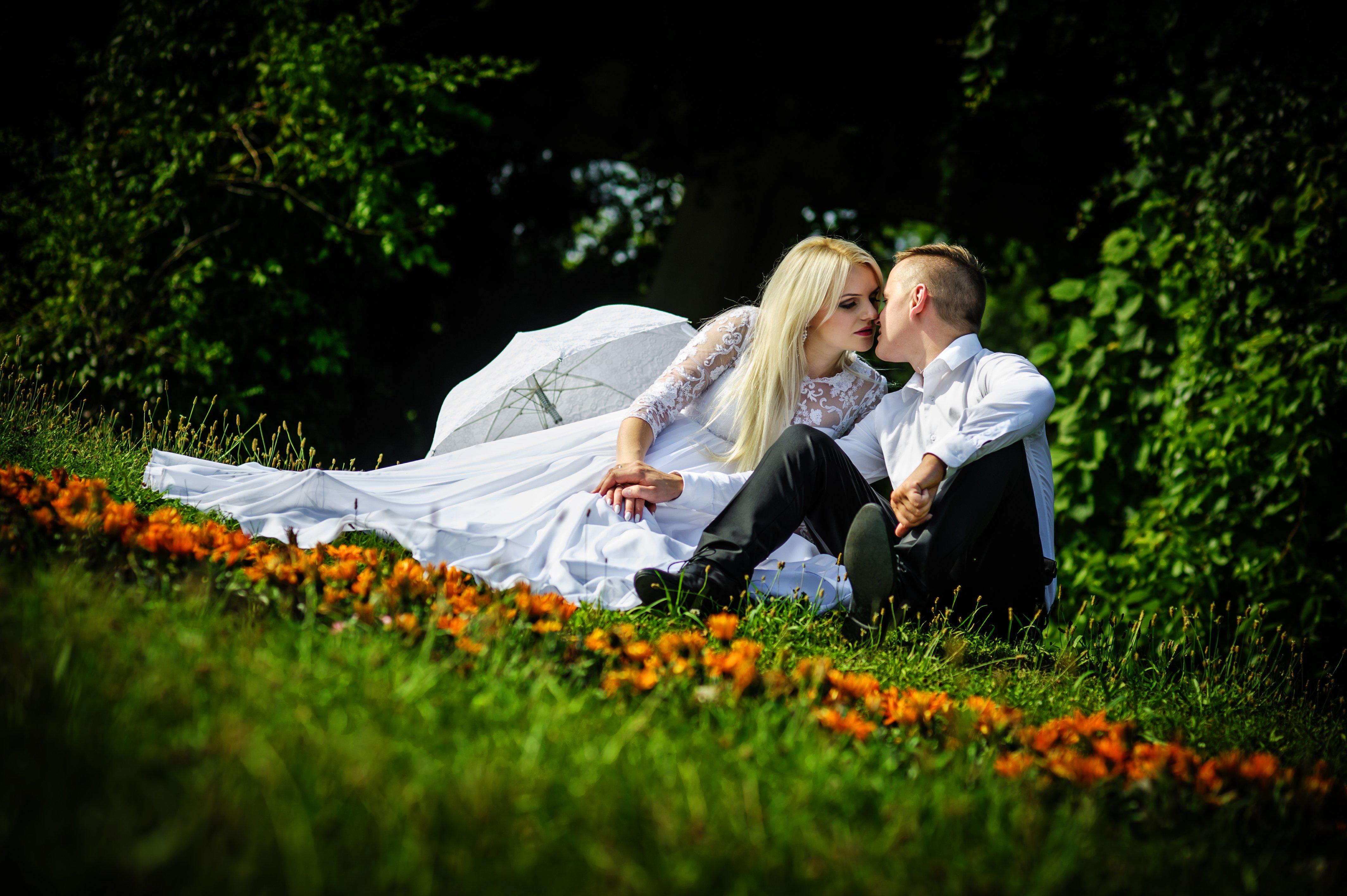 Para ślubna zdjęcie plenerowe