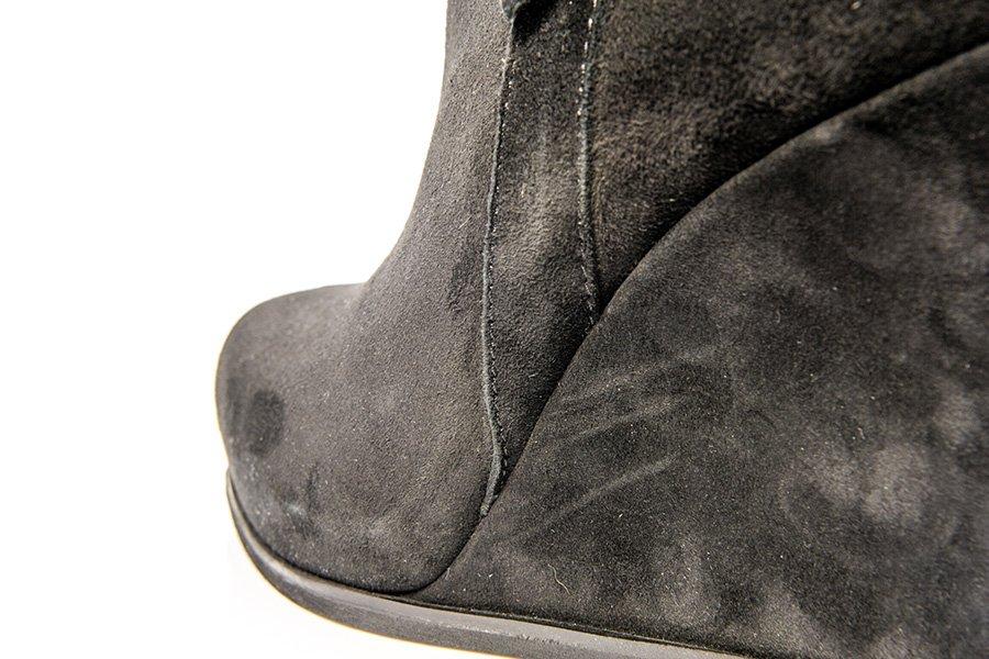 Zdjęcie produktowe buty przed retuszem