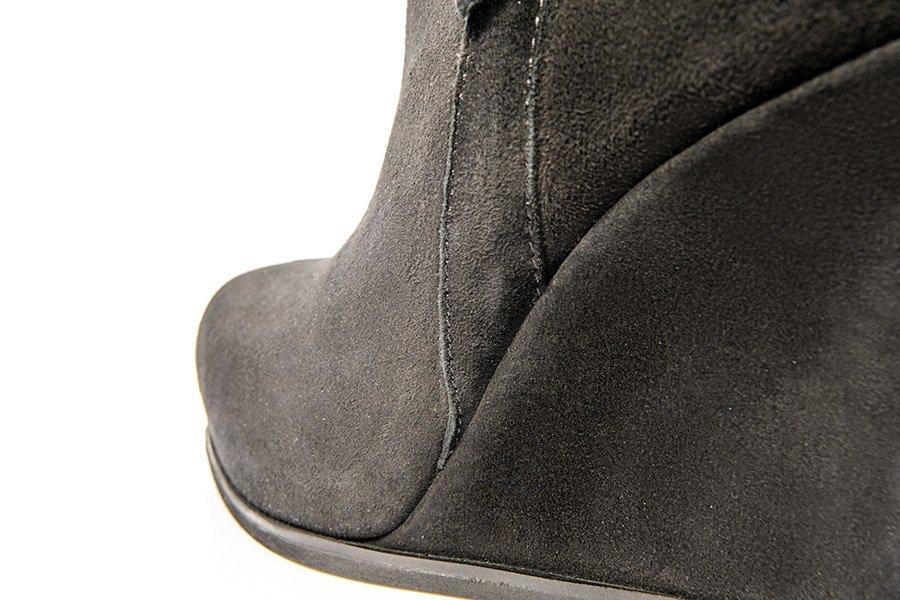 Zdjęcie produktowe buty po retuszu